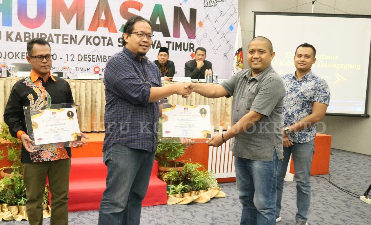 Penghargaan Kehumasan KPU Kota Mojokerto